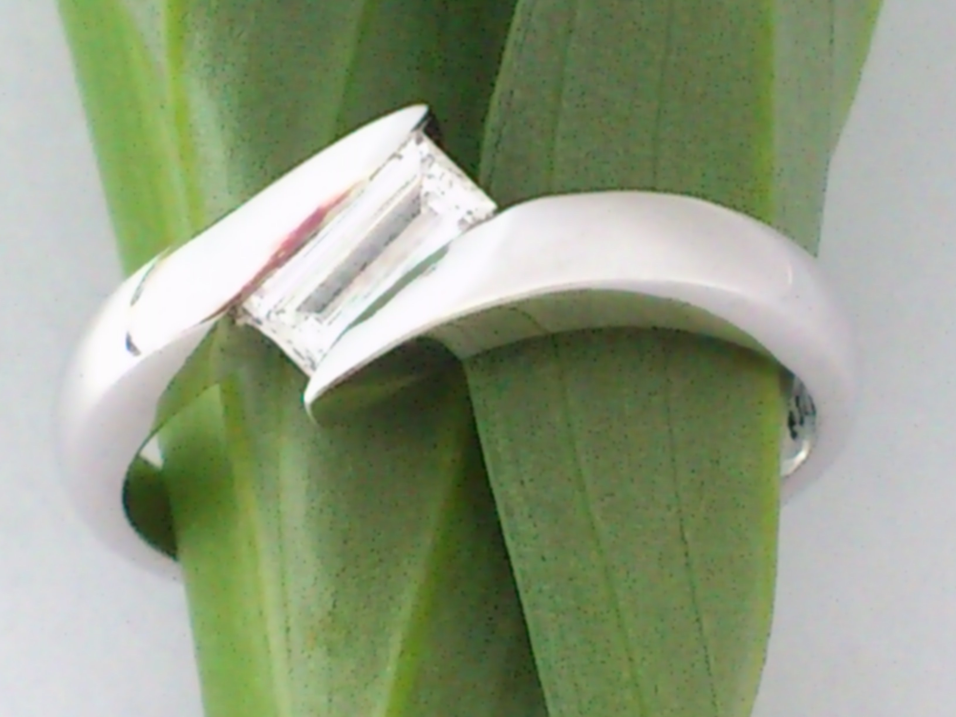 9ct White Gold Crossover Ring