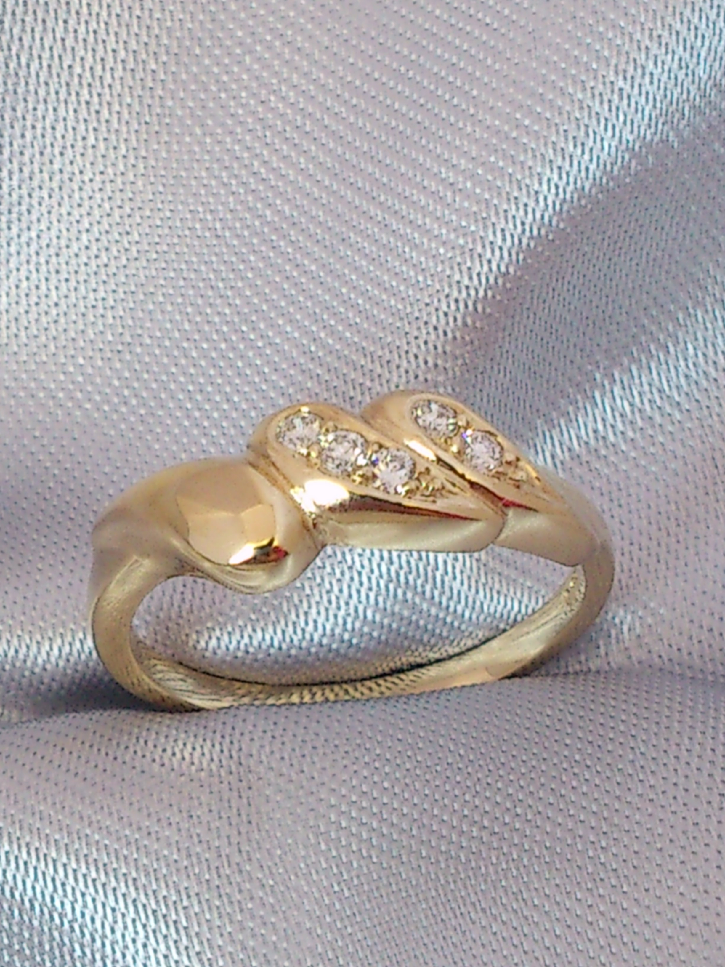 9ct Yellow Gold 3 x Leaf Ring